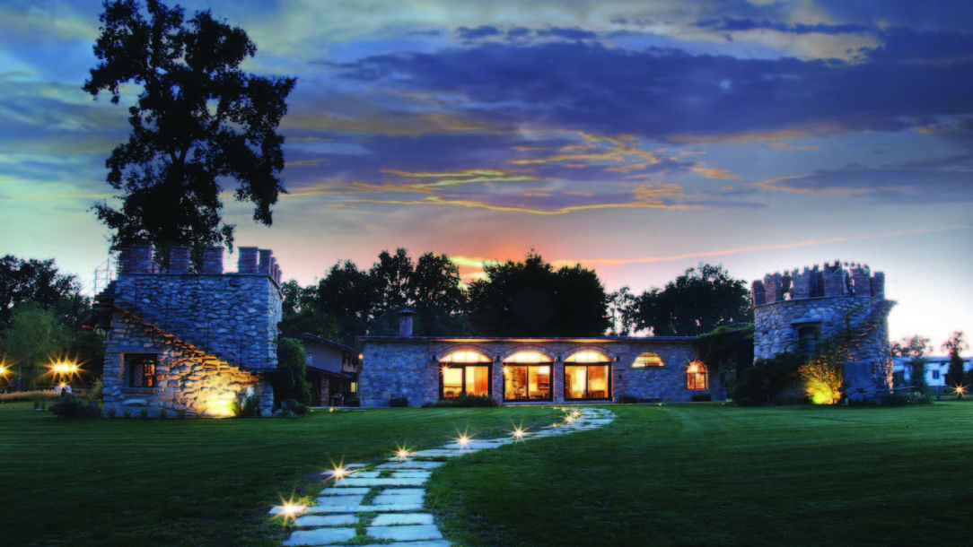 7-types-of-outdoor-lighting-for-your-home