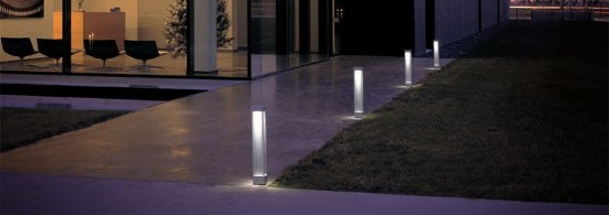 Superieur Modern House With Modern Path Lights