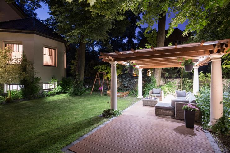 Benefits of professional landscape lighting for Quality landscape lighting